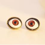 ตาสีแดง