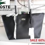 กระเป๋า Lacoste Shopper Bag สะพายไหล่ สีดำ แท้ ชนชอป ออสเตเรีย 2017 พร้อมส่ง ที่ไทย กระเป๋าทรงช้อปปิ้ง หนังคลาสิค หลากสีรุ่นสุดฮ๊อตที่สาวๆ ถามถึงมากที่สุดอีกรุ่นค่ะ ด้านหน้าประดับโลโก้จระเข้สัญลักษณ์เเบรนด์ ภายในกว้างจุได้เยอะ มีช่องซิปเล็ก เเละช่องเก็บขอ