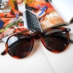 แว่นกันแดด แบรนด์เนม แท้ ยี่ห้อ H&M ทรงตี๋ใหญ่ #Rayban #Aviator สีเงิน สปอร์ต สวยมากๆค่ะ พร้อมส่งที่ไทย * ถูกใจสั่งเลย จำนวนจำกัด* Glasses long: 13.5cm Width: 5cm Lens length: 5.8cm ค่าจัดส่งแบบลงทะเบียน 50/ ems 70 บาท กรุณาสอบถามหรือสั่งซื้อสินค้าผ่าน 3