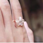 แหวนดอกไม้โอปอ ฟรีไซท์