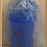 แก้วน้ำพลาสติกมีฝาทรงสูง คละสี