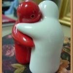 กระปุกพริกไทยเซรามิกคนกอดกัน