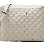 กระเป๋าสะพายสายโซ่ เป็นหนังสีขาวทรงสีเหลี่ยม