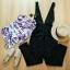 Set 2 เอี๊ยมกางเกง มาคู่กับเสื้อปาดไหล่ตัวในลายดอกไม้ thumbnail 2