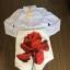 เซ็ต เสื้อแขนยาวสีขาว ผ้าป่าน ทรงคอปก กระดุมผ่าหน้า มาพร้อมกระโปรงสั้นสีขาวผ้ามอสเครป มีซับใน พิมพ์ลายดอกกุหลาบแดงดอกใหญ่ thumbnail 4
