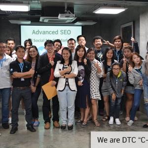 """ภาพบรรยากาศการอบรมหลักสูตร""""การบริหารภาพลักษณ์องค์กรและสร้างBrandบนช่องทางonlineและSocial Media ที่ทุกคนมีส่วนร่วม"""" ให้กับบุคลากรภายในบริษัท DTC Enterprise ผู้ผลิต,จำหน่ายและให้บริการอุปกรณ์GPS ระบบGPS และกล้องติดรถยนต์ที่มีMarket Share อันดับ1ของเมืองไทย"""