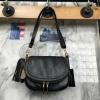 กระเป๋า KEEP metal black cross body สะพายข้าง ผลิตจากหนังแกะสังเคราะห์ ตามแบบฉบับของแบรนด์ นี้เลย ลายหนังสวยมาก #นิ่มสุดๆ
