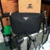 กระเป๋า PRADA สะพายข้าง มีสายคล้องมือ และสายสะพายยาวมาให้นะคะ รุ่นนี้น่ารักมาก