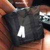 กระเป๋าสะพายใบใหญ่สไตล์ Sport รุ่น Limited Edition จาก Calvin Klein Jeans Counter วัสดุ Nylon + Polyester 100% ใบใหญ่แต่น้ำหนักเบา