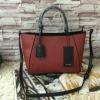 กระเป๋า Zara Mini format tote bag อยู่ทรงสวย ตัวกระเป๋าเป็นหนังพียูคาเวียร์ สีแดง