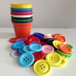 แก้วฝึกแยกสี เซตแก้ว 5 สี (คละสีเลือกไม่ได้) พร้อมกระดุมจัมโบ้ขนาด 5 cm. 25 เม็ด