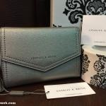 กระเป๋าเงิน Charles & Keith Short Wallet สีเมทัลลิค ราคา 990 บาท Free Ems