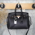 กระเป๋า Berke Large Bag สีดำ ทรงสุดฮิต ใบใหญ่จุของคุ้มคะ