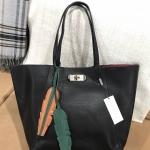CHARLES & KEITH OVERSIZED TURN-LOCK TOTEBAG กระเป๋าสะพายทรงTOTE สีดำเรียบ