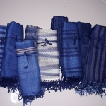 ผ้าพันคอย้อมครามทอมือ Premium Gift *สินค้า Handmade 100% ราคา 490 บาท(Ems +70)