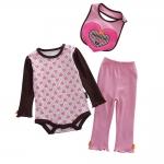 เซตเสื้อผ้าเด็ก Cuddle me บอดี้สูทแขนยาว+กางเกงขายาว+ผ้ากันเปื้อน สีชมพูลายหัวใจ