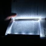 แผ่นอ่านหนังสือในที่มืด