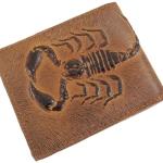 กระเป๋าสตางค์อัดลายแมลงป่อง(Scorpion) น้ำตาล