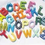 ตัวอักษรไม้แม่เหล็ก A-Z ของเล่นไม้แฟนซี