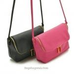 กระเป๋า H&M Crossbody Bag กระเป๋าสะพายแฟชั่น ซิปหน้า จุดของได้เยอะมากๆ หนัง Leather PU อย่างดี กันน้ำ กันฝุ่นได้ดีค่ะ เปิดปิดด้วยซิปแบบฝา ด้านในผ้าร่มกันน้ำและของหล่น เหมาะกับวันสบายๆ ไปเที่ยวหรือ sh