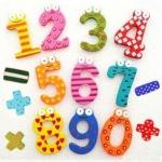 ของเล่นไม้ชุดแม่เหล็กตัวเลข 0-9 และสัญลักษณ์แฟนซี รวม 15 ชิ้น