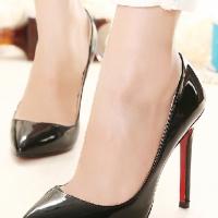 ** ไซส์ 44 45 46 ** รองเท้าส้นสูง ไซส์ใหญ่ สีดำ ผลิตจากหนัง PU สีดำเงาอย่างดี ส้นเข็ม สูง 4 นิ้ว ทรงหัวแหลม สไตล์ยุโรป