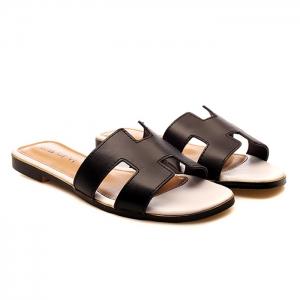 รองเท้าแตะไซส์ใหญ่ สไตล์ H สีดำ พื้นขาว ไซส์ 41-44 EU รุ่น KR0394