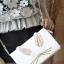กระเป๋าสะพายข้าง ปรับถือเป็นคลัชได้ วัสดุหนังsaffiano สวยดูดี ด้านข้างแอบเก๋ด้วยขนกระต่ายน่ารักสุดๆ สไตล์ Kate มาพร้อมสายสะพายโซ่ สามารถถอดแยกได้ thumbnail 5