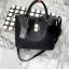 กระเป๋า Keep 2 in 1 สีดำ ปรับเก็บทรง ได้ถึง 2 แบบ มาพร้อมพวงกุญแจ ปอมปอม ฟรุ้งฟริ้ง น่ารักมากคะ thumbnail 1