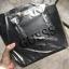 กระเป๋าถือสะพาย ทรงสวย จากแบรนด์ Guess ใบนี้ ทรงมินิ size 8 นิ้ว กำลังน่ารักเลยคะ thumbnail 3