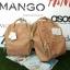 กระเป๋าเป้ Anello polyurethane leather rucksack รุ่น Mini/Classic อีกรุ่นที่กำลังเป็นที่นิยมกันในหมู่วัยรุ่นของประเทศญี่ปุ่นมาแล้วคร้า... ภายในมีช่องเล็ก2ช่อง เปิดปิดด้วยซิปคู่ ปากกระเป๋าเป็นโครงสัดวกต่อการหยิบจับ ด้านข้างมีช่องทั้ง2 thumbnail 17