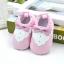 รองเท้าเด็กอ่อน ลายเสื้อสีชมพู วัย 0-12 เดือน thumbnail 1