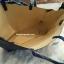 กระเป๋าทรงเรียบเก๋จาก MANGO รุ่น FAUX-LEATHER SHOPPER BAG ด้านหน้ามีโลโก้สีเงิน thumbnail 9
