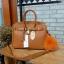 กระเป๋า Berke กระเป๋าทรงสุดฮิต ใบใหญ่จุของคุ้มคะ ตัวกระเป๋าหนัง Pu ดูแลรักษาง่าย น้ำหนักเบา ตัวกระเป๋า ปรับได้ 2 ทรง ทรงรัดสายคาด กับ ถอดออกได้ ภายในบุด้วยหนัง PU เนื้อเรียบสีชมพู มีช่องใส่ของจุกจิกได้ #ใบนี้สวยหรูมาก New arrival! thumbnail 3