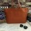 กระเป๋าทรงเรียบเก๋จาก MANGO รุ่น FAUX-LEATHER SHOPPER BAG ด้านหน้ามีโลโก้สีเงิน thumbnail 1
