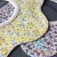 ผ้าซับน้ำลายเด็ก ผ้ากันเปื้อนเด็กเล็ก แบบ 360 องศา ปลายหยักโค้ง / ลายดอกไม้ดอกเล็ก (มี 2 สี) thumbnail 1
