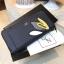 NEW! LYN Long Wallet กระเป๋าสตางค์ใบยาวซิปรอบรุ่นใหม่ล่าสุดวัสดุหนัง Saffiano สวยหรูสไตล์ PRADA ด้านหน้าประดับลายใบไม้ดูมีดีเทล thumbnail 5
