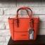 กระเป๋าถือสะพาย ทรงสวย จากแบรนด์ Guess ใบนี้ ทรงมินิ size 8 นิ้ว กำลังน่ารักเลยคะ thumbnail 5