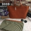 กระเป๋าทรงเรียบเก๋จาก MANGO รุ่น FAUX-LEATHER SHOPPER BAG ด้านหน้ามีโลโก้สีเงิน thumbnail 7
