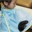 ผ้าคลุมตัดผมเด็ก แบบเก็บผมไม่ร่วงลงพื้น สำหรับเด็กวัย 0-12 ปี thumbnail 1