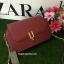 กระเป่า CHARLES & KEITH METALLIC CLASP CLUTH สีแดง รุ่นใหม่ชนช้อป!! กระเป๋าหนังทรงกล่อง ตั้งอยู่ทรง thumbnail 1