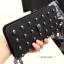 กระเป๋าเงินใบยาวซิปรอบ แฟชั่นดัง Alexander McQueen Skull Wallet สาว fashionista ห้ามพลาดเลยจ๊ะ ราคา 890 ส่งฟรี ems thumbnail 2