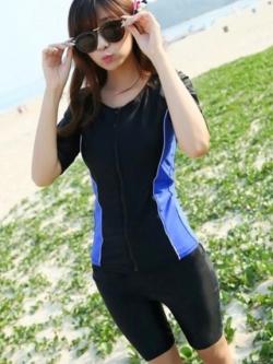 ชุดว่ายน้ำคนอ้วนพร้อมส่ง :ชุดว่ายน้ำแฟชั่นสีน้ำเงิน สีสันสดใสแบบเก๋ มีกางเกงใส่ด้านในน่ารักมากๆจ้า:รอบอก30-40นิ้ว เอว28-36นิ้ว สะโพก32-40นิ้วจ้า