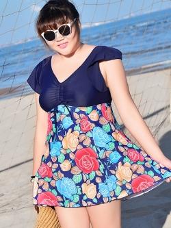 Swimsuit Bigsize พร้อมส่ง :ชุดแฟชั่นว่ายน้ำสีน้ำเงินแต่งลายดอกไม้สีสันสดใสแบบเก๋ กางเกงขาสั้นใส่ด้านในน่ารักมากๆจ้า:รอบอก40-48นิ้ว เอว38-46นิ้ว สะโพก44-52นิ้วจ้า