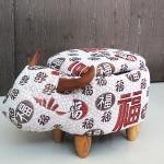 เก้าอี้เก็บของได้รูปวัว ลายตัวอักษรจีน