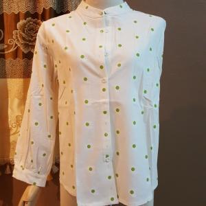 เสื้อแฟชั่นเกาหลี คอจีน แขนยาว สีขาว ลายดอกไม้สีเขียว (ภาพจริง)